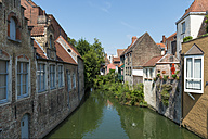Belgium, Flanders, Bruges, Old town, canal and houses - FRF000455