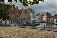 Belgium, Flanders, Bruges, Old town, bridge and canal - FRF000458