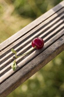 Cherry on wood - KJF000313
