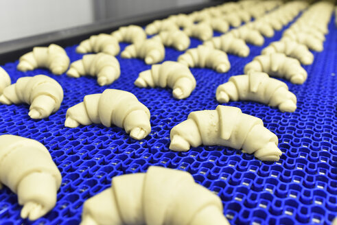 Production line in a baking factory with croissants - LYF000537