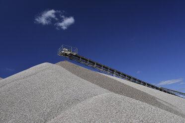 Conveyor belt above heap of gravel in gravel pit - LYF000565