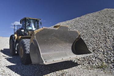 Wheel loader in gravel pit - LYF000580