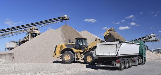 Wheel loader loading gravel on truck - LYF000586