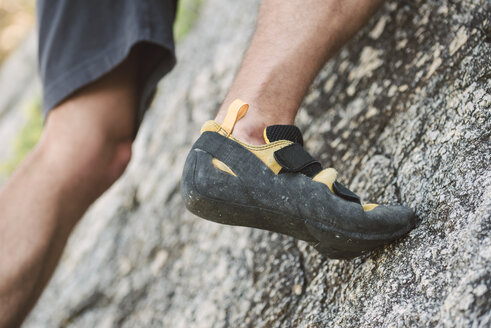 Close-up of the feet of a climber - RAEF001495