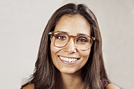 Portrait of smiling woman with glasses - MFF003175