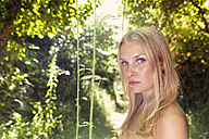 Portrait of young blond woman in the nature - MFF003358