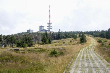 Germany, Harz, Brocken, aerial mast - NDF000590
