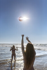 Two friends playing with ball on the beach - MGOF002414