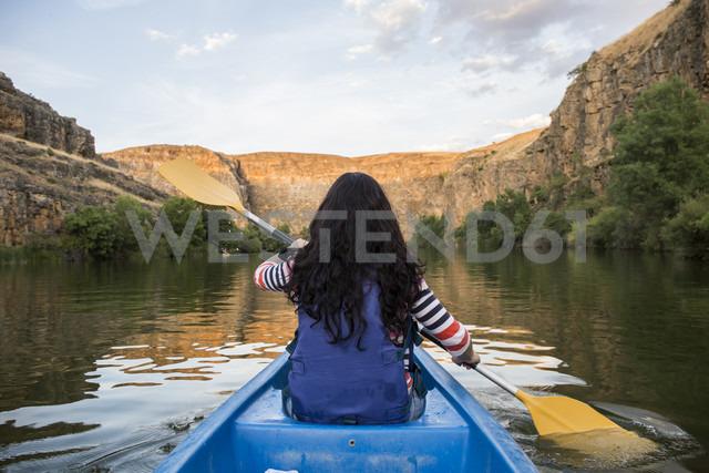 Spain, Segovia, Woman in a canoe in Las Hoces del Rio Duraton - ABZF001205 - Andrés Benitez/Westend61