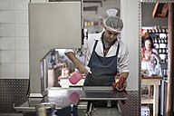 Butcher cleaning work surface in butchery - ZEF010320