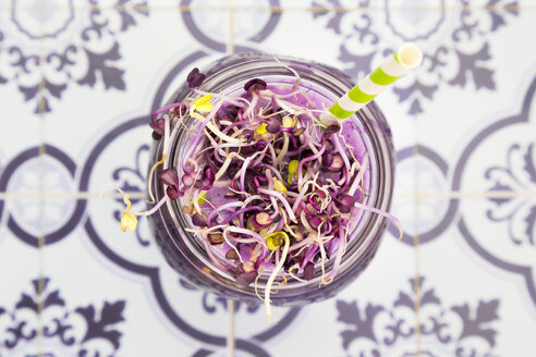 Glass of red cabbage smoothie with beetroot sprouts, close-up - LVF005274