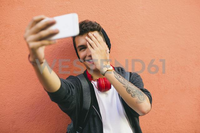 Teenager, smiling, selfie, smartphone - EBSF001762