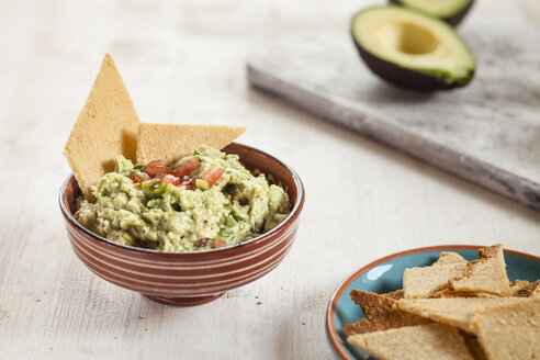 Guacamole and home-made crackers - SBDF03060