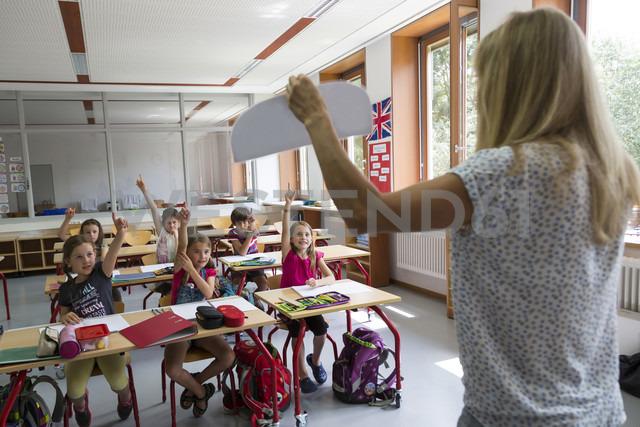 Teacher with her class - SARF02888