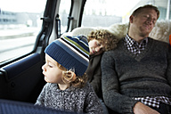 Sleeping father sitting in car on back seat with his sons - FSF00454