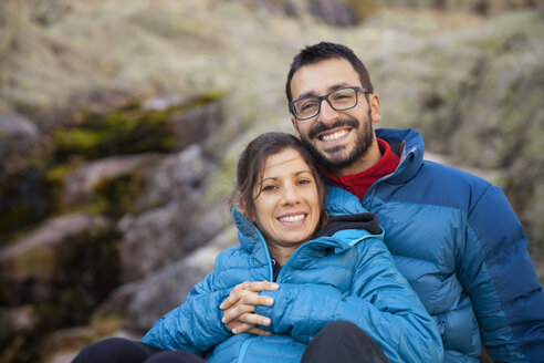 Spain, Sierra de Gredos, happy couple resting in the mountains - ERLF00196