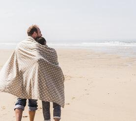 Mature couple walking on the beach - UUF08592