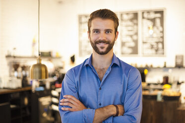 Portrait of confident young man in a cafe - DIGF01288