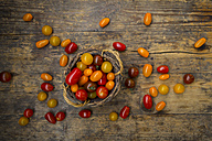 Basket of yellow and red mini tomatoes - LVF05327