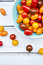 Bowl of yellow and red mini tomatoes - LVF05336