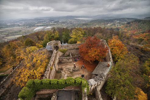 Poland, Lower Silesia, Chojnik Castle and Mountain, medieval fortress surrounded by autumn forest - ABOF00108
