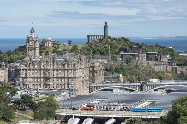 United Kingdom, Scotland, Edinburgh, Old Town, Balmoral Hotel and Calton Hill - EL01816