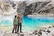 Peru, Cordillera Blanca, Huaraz, Huascaran National Park, couple kissing at Laguna 69 - GEMF01045