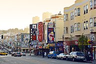 USA, California, San Francisco, view along Broadway in evening light - BR01360