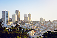 USA, California, San Francisco, view from Telegraph Hill on Nob Hill and Russian Hill with Saints Peter and Paul Church - BRF01363