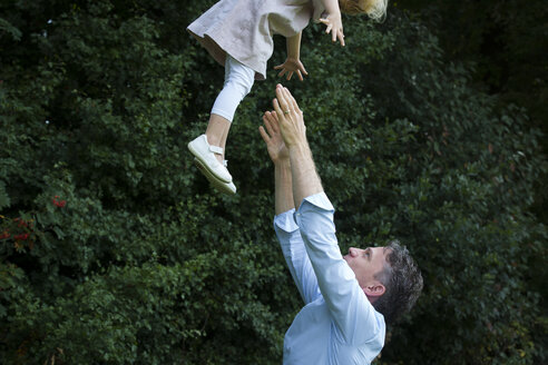 Father throwing his daughter in the air - JTLF00108
