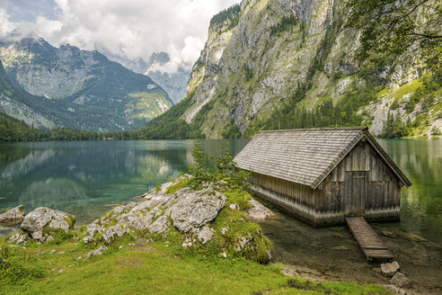 Germany, Bavaria, boat house at lake Obersee - STSF01088