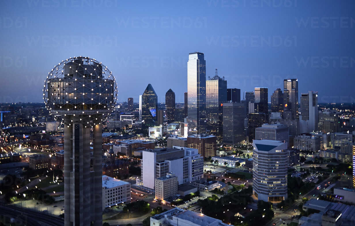 USA, Texas, Aerial photograph of the Dallas skyline in the early evening - BCDF00056 - Cameron Davidson/Westend61