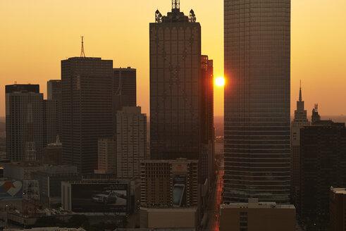 USA, Texas, Aerial photograph of the Dallas skyline at sunrise - BCD00062