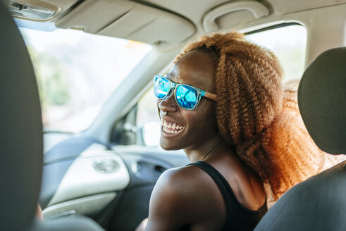 Happy young woman in a car - KIJF00781