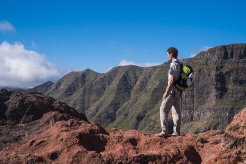 Spain, Tenerife, Teno Mountains, Masca, Trekking, barefoot trekker - SIPF00853