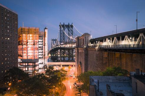 USA, New York City, Manhattan Bridge at night - STCF00245