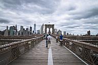 USA, New York City, people on Brooklyn Bridge - STC00254