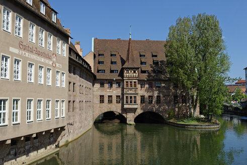 Germany, Bavaria, Nuremberg, Germany, Nuremberg, Heilig-Geist-Spital on Pegnitz River - LB01490