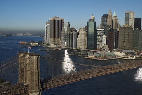 USA, New York, New York City, Brooklyn Bridge, Manhattan, Financial District and New York Harbor - BCDF00167