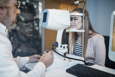 Young woman doing eye test at the optometrist's - ZEF10545