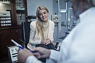 Patient listening to ophtalmologist - ZEF10560