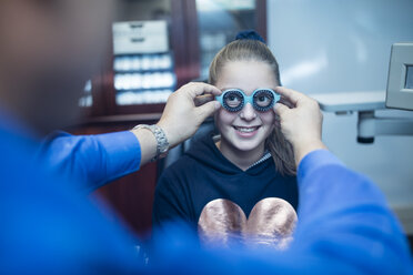 Girl doing eye test at the optometrist - ZEF10584