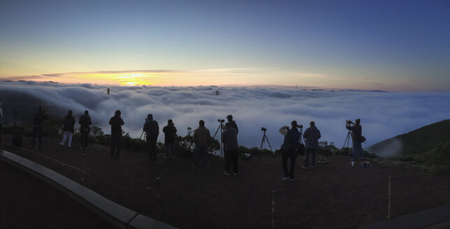 Photographers in the morning at Golden Gate Bridge, California, USA - STC00281