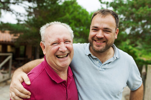 Happy senior man with his adult son - VABF00815