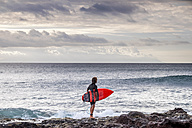 Tenerife, young surfer at the beach - SIPF00923