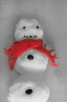 Little snowman with a red scarf - HSTF00039