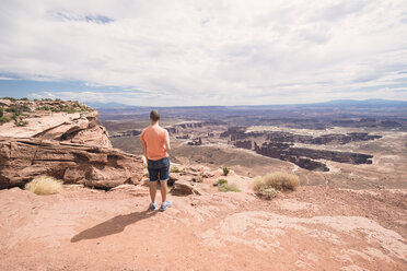 USA, Utah, man in Dead Horse Point looking at view - EPF00159