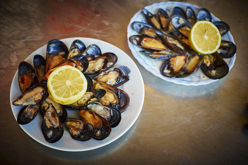 Fresh blue mussles on plates with lemon slices - DIKF00227