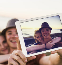 Selfie of young couple on display of tablet - UUF08810