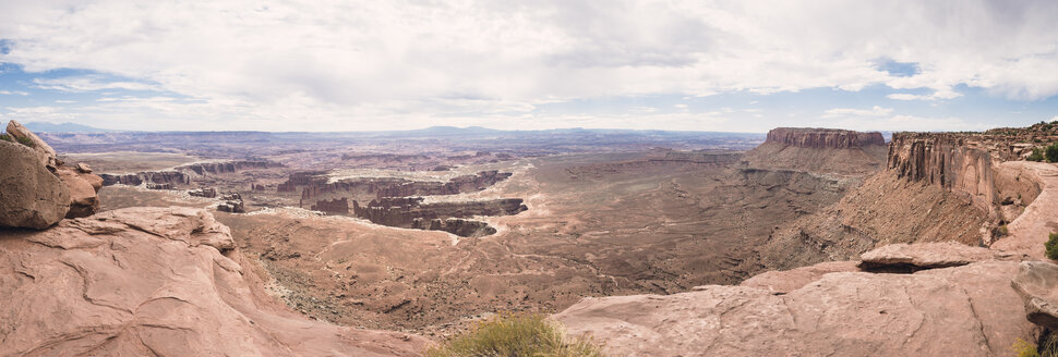 USA, Utah, Canyonlands National Park, desert landscape - EPF00163